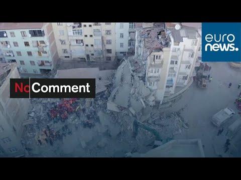 شاهد: فرق الإغاثة التركية تتسابق مع الزمن للبحث عن ناجين تحت الأنقاض بعد الزلزال القوي…  - 21:58-2020 / 1 / 25