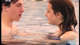 Angus Thongs and Perfect Snogging - Kiss scene (Greek subs)