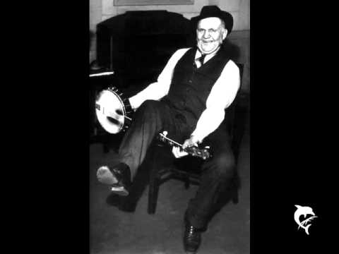 Uncle Dave Macon - bake that chicken pie