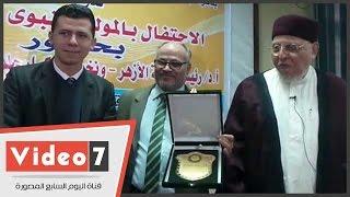 رئيس جامعة الأزهر لطالب