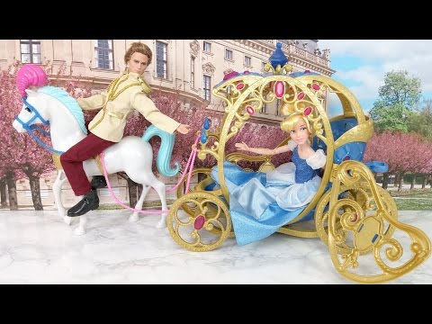 Disney Princess Cinderella Horse and Carriage! Prince Kisses Cindy
