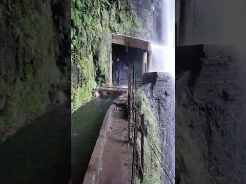 Der Wasserfall auf dem Levada da Ribeira da Janela...