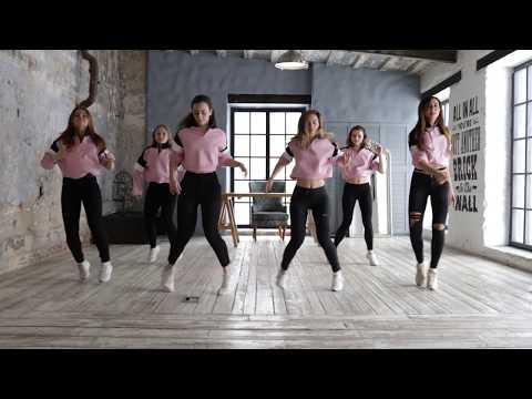Девушки красиво танцуют Шафл - Shuffle Girls