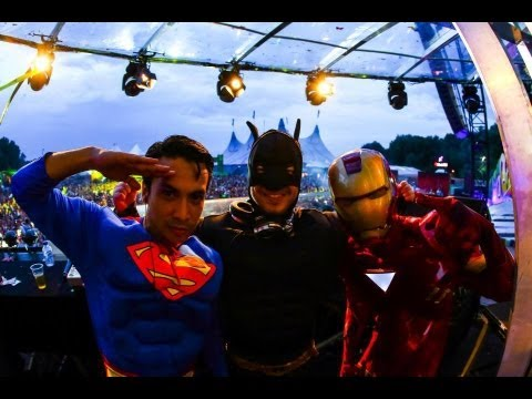 superman ironman batman live tomorrowland 2013 saturday super me you stage batman superman iron man