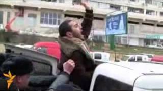 Repeat youtube video Azarbaycan polislari namaz qilanlari vehsi cesine doydular