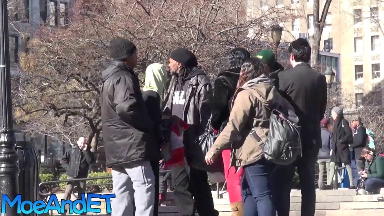 Muslim Women Harassed For Praying In Public With A Hijab ...