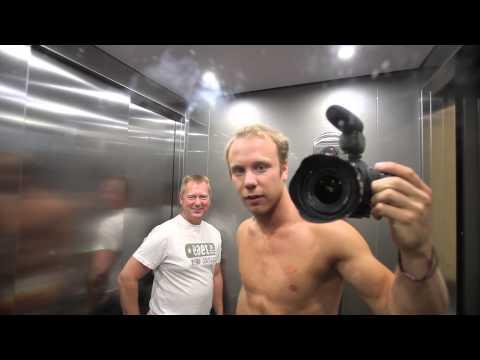 Rackartygarna testar Kokpunkten, Sveriges första actionbad