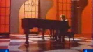 Elton John - « Your Song » + subtitles
