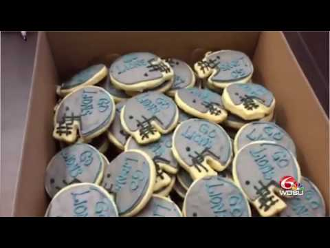 SURPRISE: WDSU photographer brings Detroit Lions cookies to Saints newsroom
