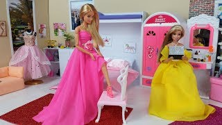 Two Barbie Sisters Bunk Bed Bedroom Morning Routine.Dress up dolls Pink and Yellow Dresses