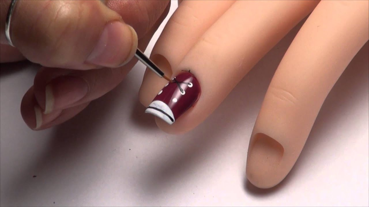 Nail art designs sneakers dise o de u as zapatillas de for Como hacer decoracion de unas