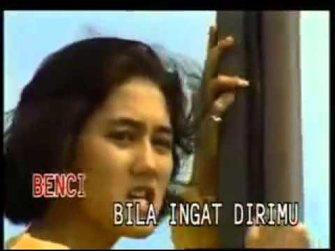 Nike Ardilla   Sandiwara Cinta - english subtitle - indoneasy.com