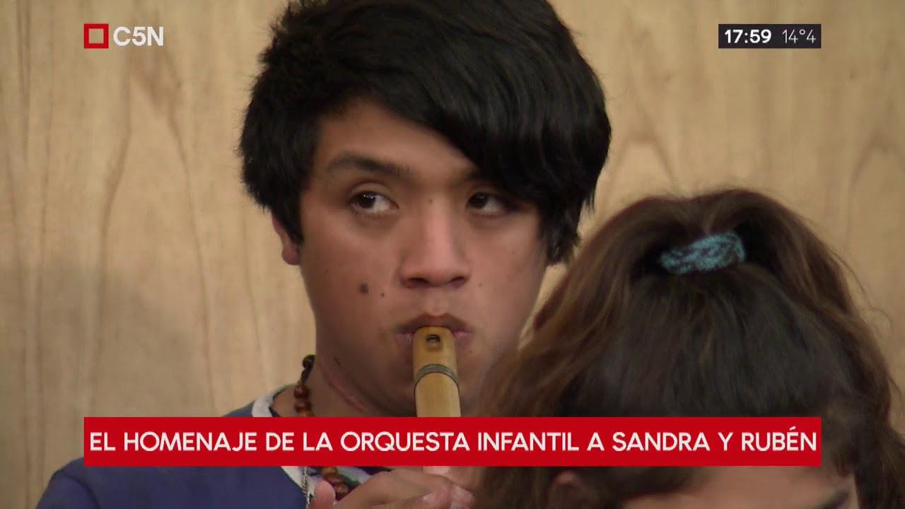 El homenaje de la orquesta infantil a Sandra y Rubén, víctimas de la tragedia de Moreno