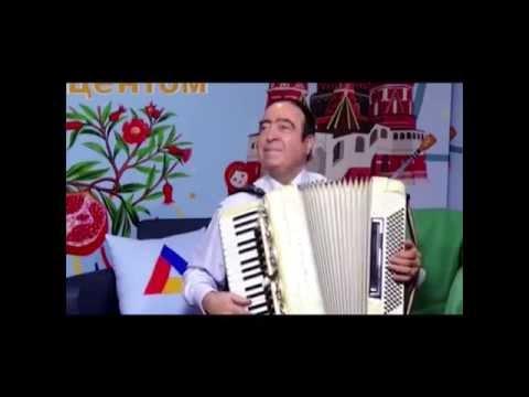 Армянский музыкант в Москве, Аккордеонист Артём Арутюнян -