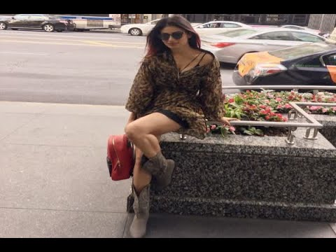 In Graphics: Mouni Roy is enjoying 'cuddling weather' during Chicago holiday
