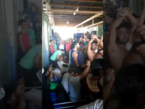 Manus Island Refugees Protest Removal From Centre as PNG Authorities Attempt Removal