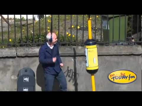 Ray D'Arcy Gets Lucky at Bus Stop