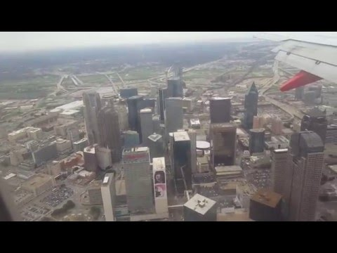 Southwest 737-700 Landing at Dallas Love Field, Great City View!