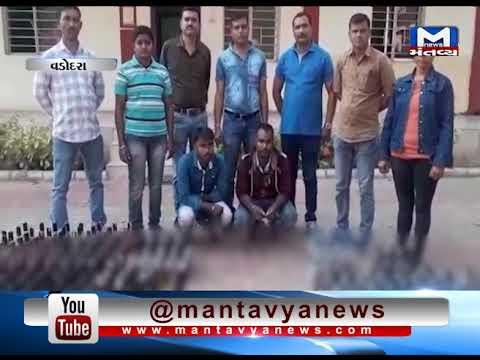 Vadodara: Police caught 2 with Liquor Bottles | Mantavya News