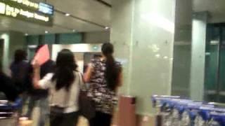王杰在樟宜机场!(Dave Wang at Changi Airport Terminal 1!)