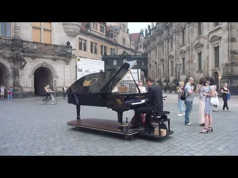 PIANO PLAYER IN DRESDEN - Tours in Germany - Dresden Old Town Street Musician #visitDresden