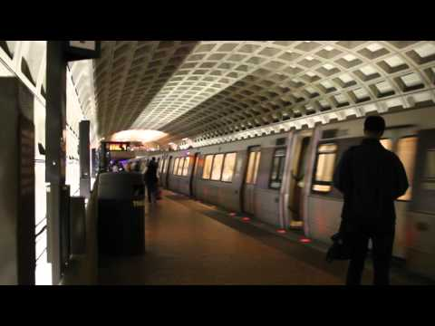 WMATA Metro Rail Blue Line train enters Farragut West