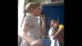 Шарики в мой день рождение!!!(Мы надуваем шарики., 2015-05-12T13:09:43.000Z)