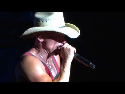 Kenny Chesney - Setting the World On Fire in Toronto