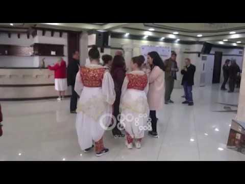 Ora News - Viti i Skënderbeut, Kruja vjen në telajot e 100 artistëve të penelit