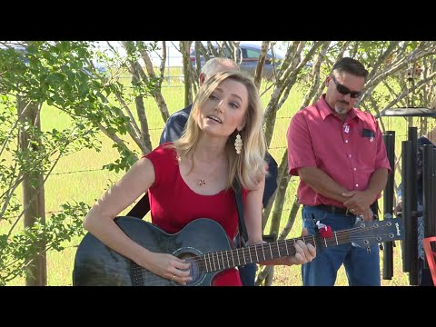Sarah Spivey Performs 'Amazing Grace' In Sutherland Springs