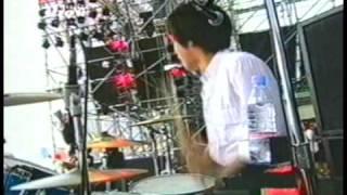 A banda garageira japonesa em seu auge, em frente às 50.000 pessoas...