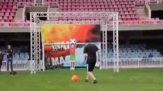 Neymar and Messi vs Robot Goalkeeper