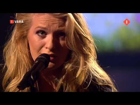 Miss Montreal Addicted to crying bij Paul de Leeuw 25-10-09 (Lieve Paul)