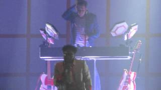 Mark Ronson - OOH WEE (Live In Israel 25.8.2011)