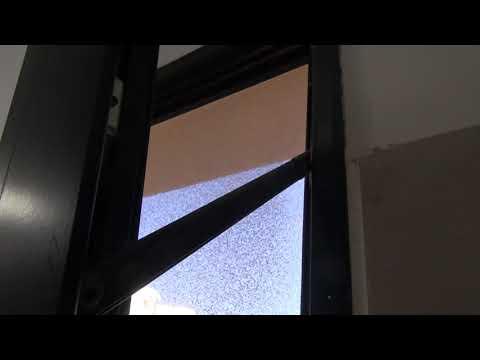 חלון ציר תחתון מסוכן לנפילה