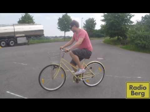 Langsam Fahrrad fahren - so könnte es gehen von YouTube · Dauer:  1 Minuten 13 Sekunden