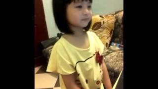 Cover Dấu Mưa của bé gái 3 tuổi