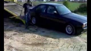 Repeat youtube video slepanje BMW-a
