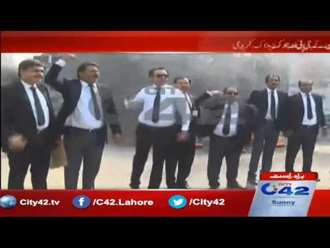 PTI lawyers forum members protest