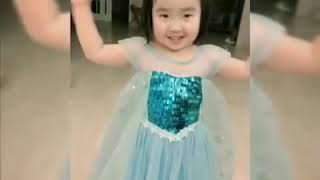 Foodie XiaoMan 超萌小吃貨~小蛮殿下的公主裙加變變變面👸🏻👗💖😂 #happygirl  #baby #eatingmachine  #food #小蛮 #xiaoman