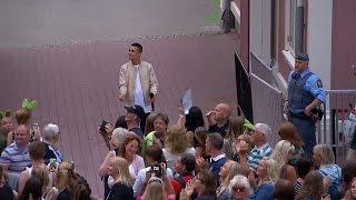 Liam Cacatian sjunger Utan dina andetag med publiken - Lotta på Liseberg (TV4)