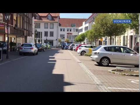 Polizei umstellt Gebäude nach Banküberfall in Waldshut