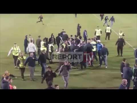 Report Tv-Incident në ndeshjen Tirana-Kukësi, tifozët hyjnë në fushë