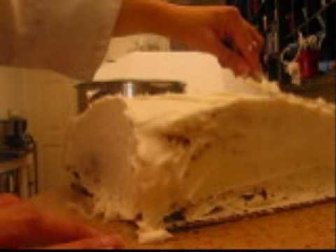 Mehndi Cushion Cake : Cake decorating how to make a pillow youtube