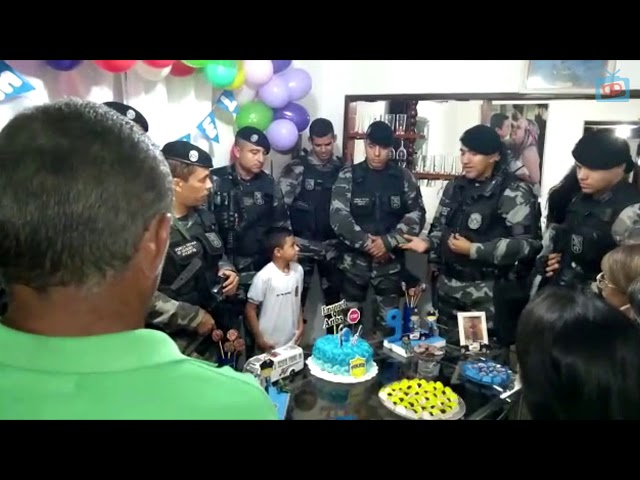 Policiais Militares da 1° CIPM participam de  aniversário de criança em Pedras de Fogo