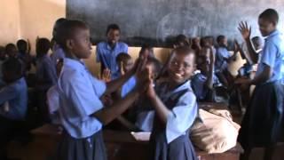 Papegaaitje leef je nog in mijn klasje in Oeganda