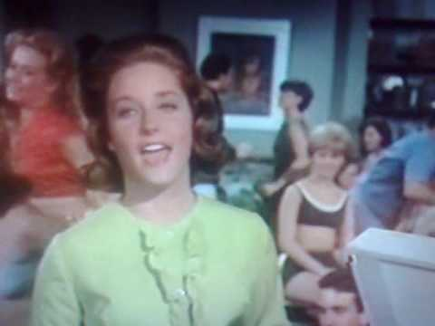 Lesley Gore - Leave Me Alone
