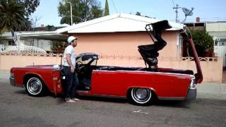 1965 Lincoln Continental Convertible, Drop the top