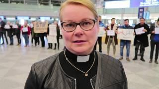 Karkotusten vastainen mielenosoitus lentoasemalla