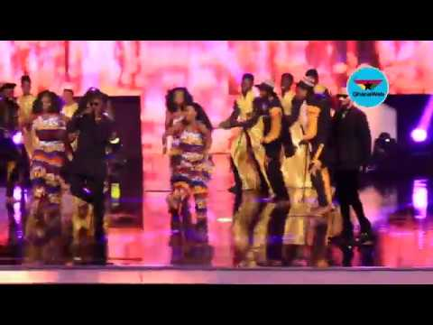 Phyno and Olamide perform hit songs 'Fada, Wo' at CAF Awards